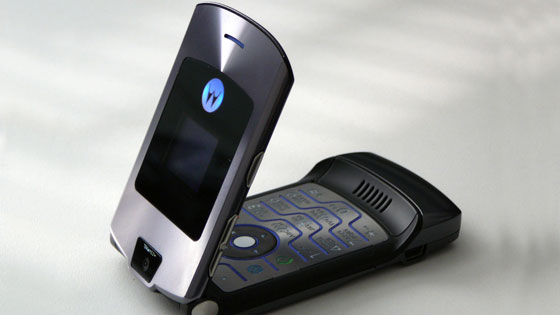 明年iPhone上市10周年,這張設計圖指出iPhone 8將回歸「傳統經典摺疊機」?!