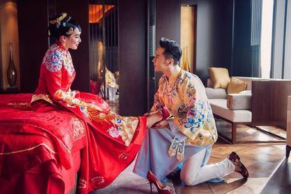 「46歲美魔女鍾麗緹」嫁34歲中國男星張倫碩,第3嫁的海底人魚世界「林志穎海盜」超亮眼!