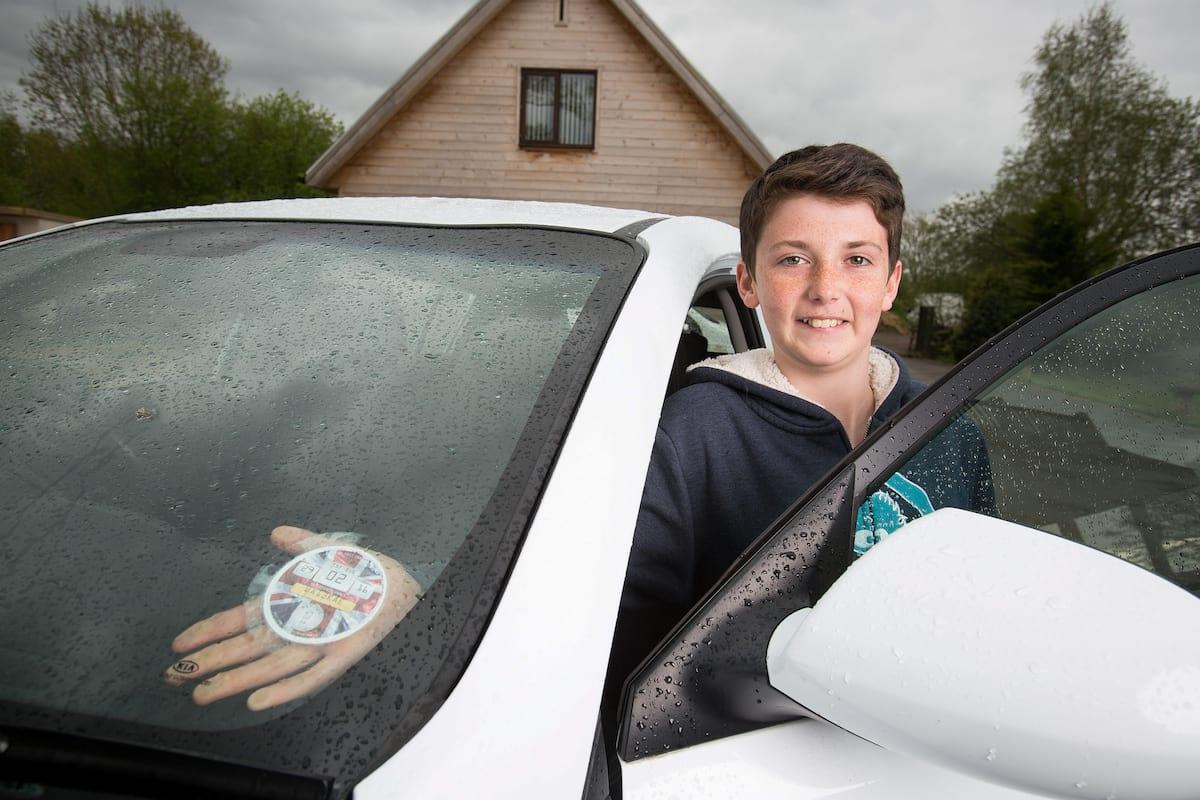 超狂14歲男孩一夕之間賺進8000萬,他說:「一點都不難!」