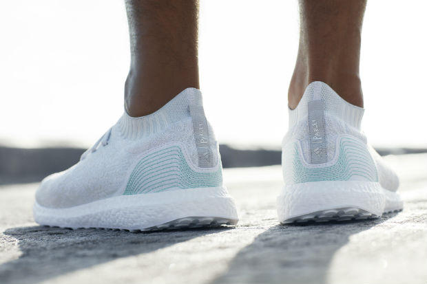 愛迪達新推出「100%來自海洋超屌跑鞋」全球限量7000雙,網友:「必須讓它下架!」(內有購買資訊)