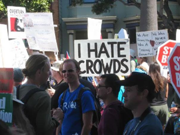 35個創意指數突破天際的「超爆笑抗議標語」。
