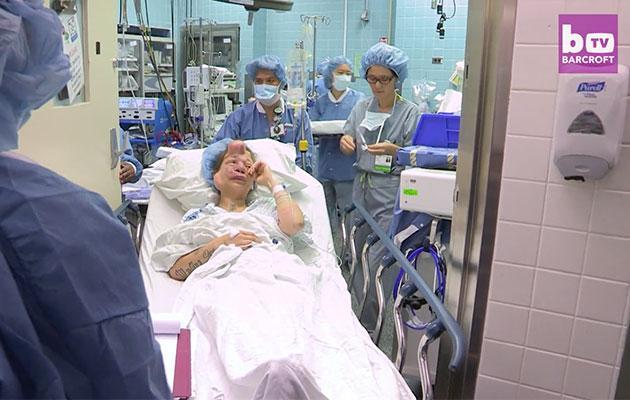 罹患罕病醫生在她臉裡面植入氣球,丈夫的愛讓她因禍得福!