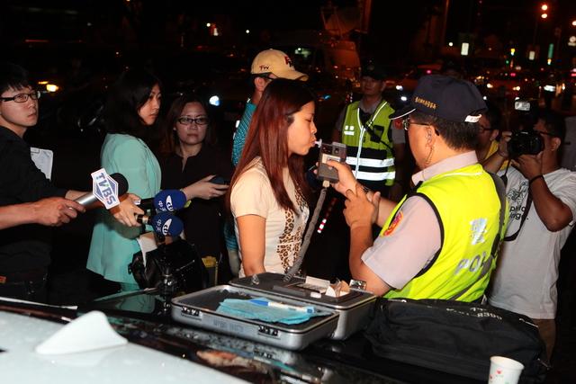 台北終於跟進國外做法「懲罰酒駕者洗大體」,很快就開始執行了!
