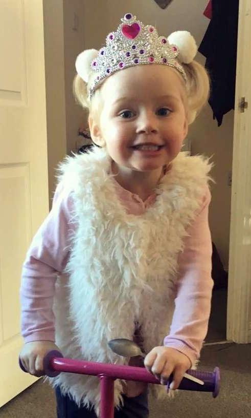 3歲小女孩「被親戚親了一口」,臉頰天天流血「被活活吞噬」讓媽媽崩潰了...