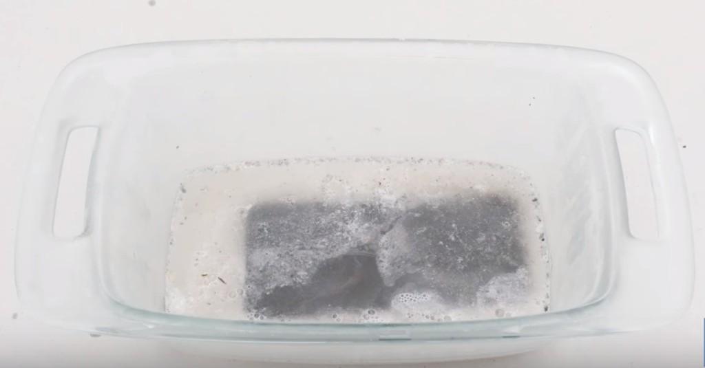 他將iPhone 7「浸泡在超強酸」裡,結果會讓你很吃驚!