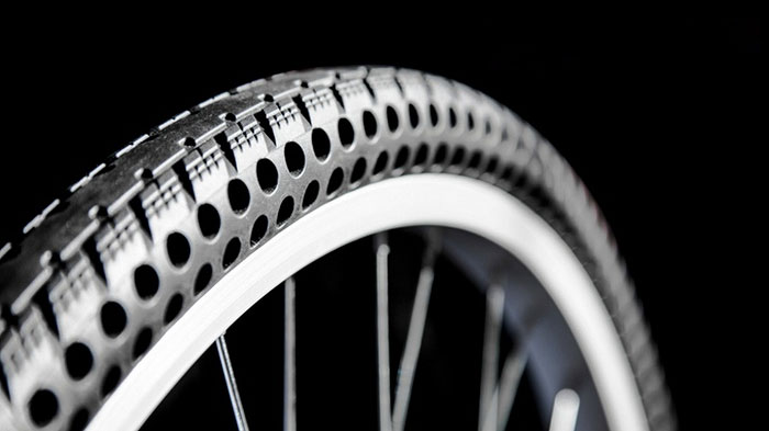 這款怎麼都不爆的最強「無氣輪胎」,會讓腳踏車進入令一個新世代!這還不是最棒的功能!