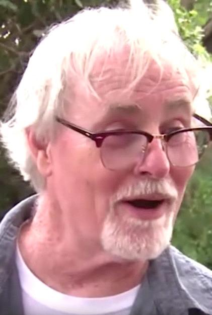 67歲男子花3000元買下「125年歷史老舊衣櫃」,一打開「珍貴寶藏滿到炸」他卻退回去!