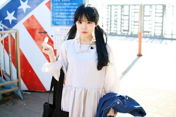 外表超像國小生的童顏清純妹「居然是3歲小孩的媽」,而且孩子的爸還比她幼齒!