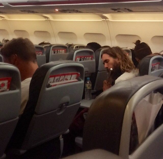 18張會讓你大叫WTF的「搭飛機驚奇崩潰」照 在機上喝太多下場真的超慘!