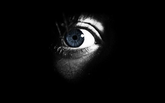 22個能在三行內把你「嚇到今晚睡不著覺」的超毛鬼故事