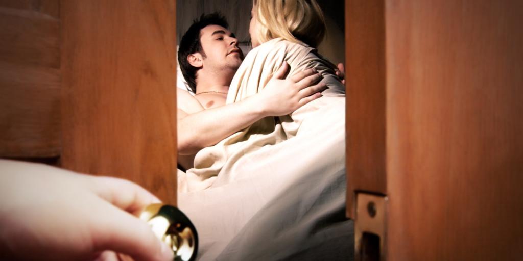 (非趣味) 丈夫撞見「老婆跟自己最好的朋友上床」直接讓他變太監,然後對兩人猛刺!