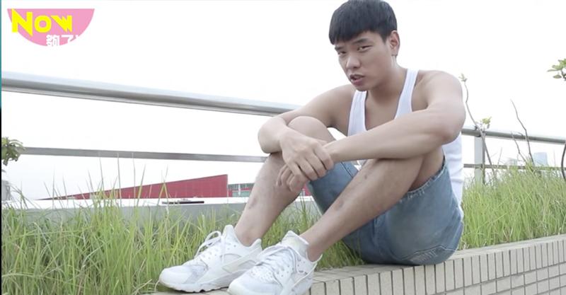 蕭志偉化身「跟Rich Chigga一樣魅力」饒舌高手,超洗腦的神曲讓網友大讚「你媽媽真偉大」。