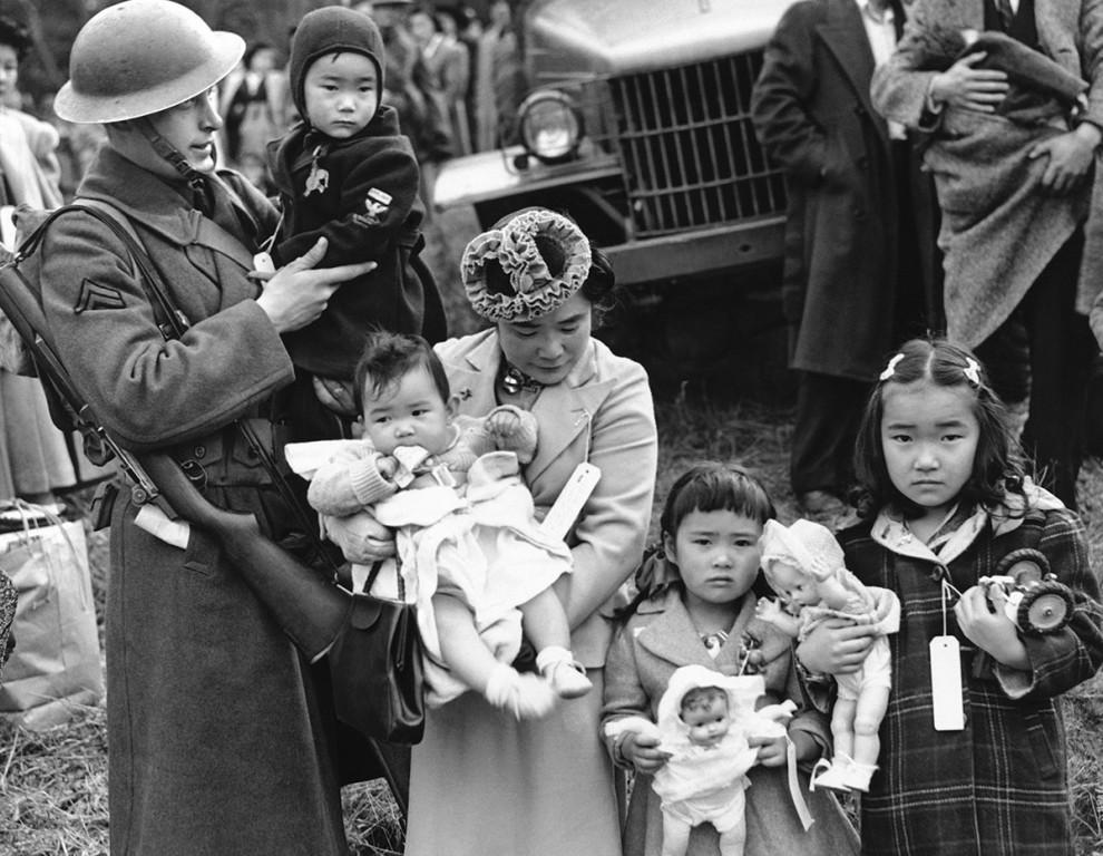 21張「二戰時期日本人住進美國集中營」的遺失黑白照。#3怎麼感覺根本像度假?