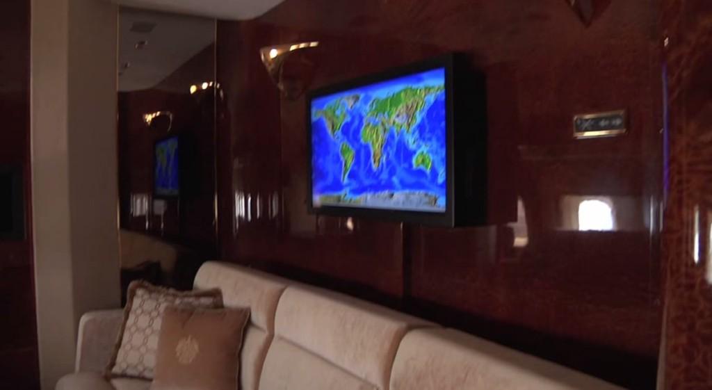 川普總統價值「3億的私人飛機」,瘋狂到連安全帶都是黃金做的...(影片+11張)