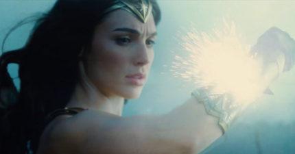 最新的《神力女超人》預告出爐,她強到在1:20用手擋子彈「最強秘書」!