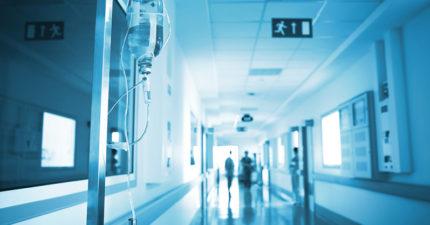他收下被抱怨「很快就會死」重症病人,3女磕頭:「謝謝沒讓爸爸在走廊等死」...