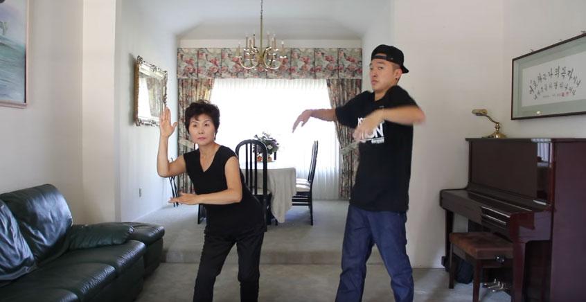 兒子跟媽媽一起挑戰江南STYLE,到了1:22都已經沒有人在看兒子了!
