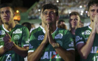 巴西球隊墜機事件77名罹難者「原本可能不必死」,延誤起飛只因「幫球員找電玩」...