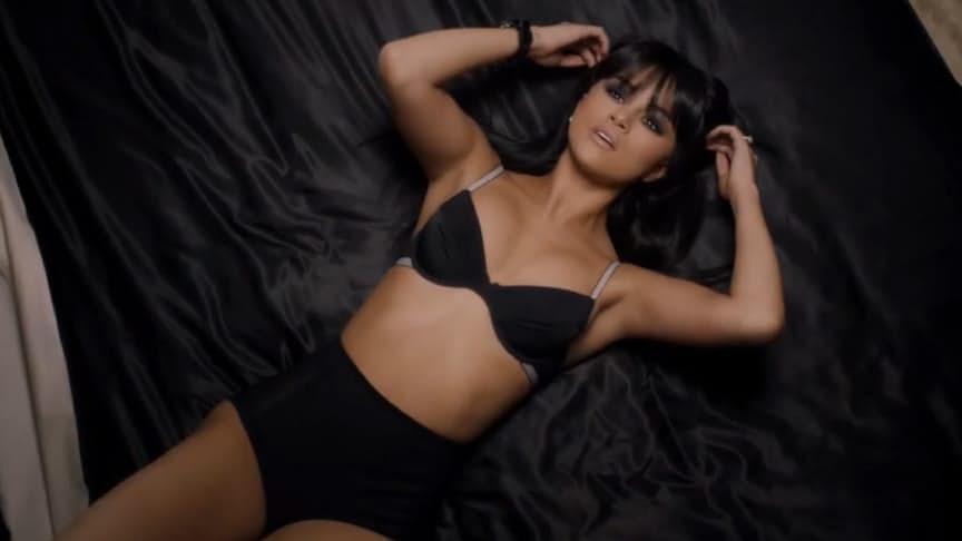 15張「證明席琳娜已經不是乖乖女」的極度性感美照,#15伸舌頭好挑逗!