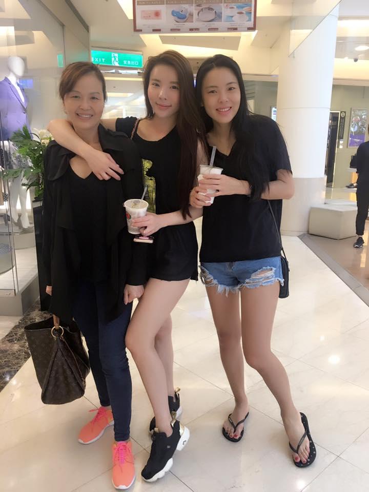 網友見過基因最強大的高顏值姊妹「連媽媽都是正妹」!合照讓人小鹿亂撞「不知該看誰」!