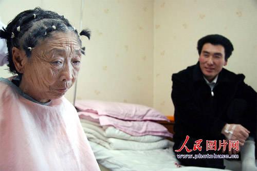相差32歲!八旬老婦為愛整形 現在模樣「年輕了30歲」