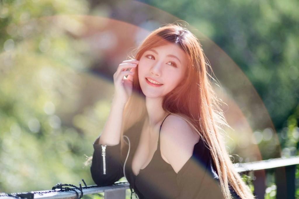 袁惟仁離婚20小時被拍到載超正G奶網模出去玩,前妻發文「我胸部太小不夠看...」