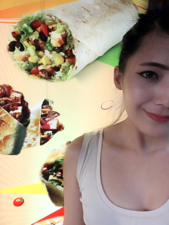 超性感「林熙蕾+許瑋甯和體」蔥油餅正妹讓網友暴動了!其實「行動不便」有段辛酸過去... (8張圖)