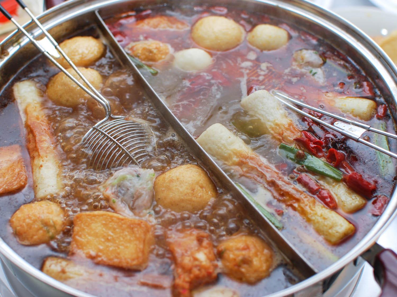 她想喝火鍋湯時被中國同學制止,緊張問:「台灣人都喝火鍋湯?!」