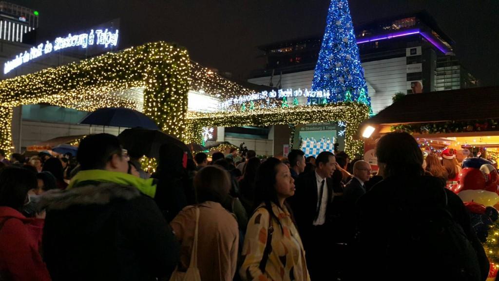 「百年耶誕市集」吸引上千人擠爆台北101,不先了解這5件事「你會逛到哭!」
