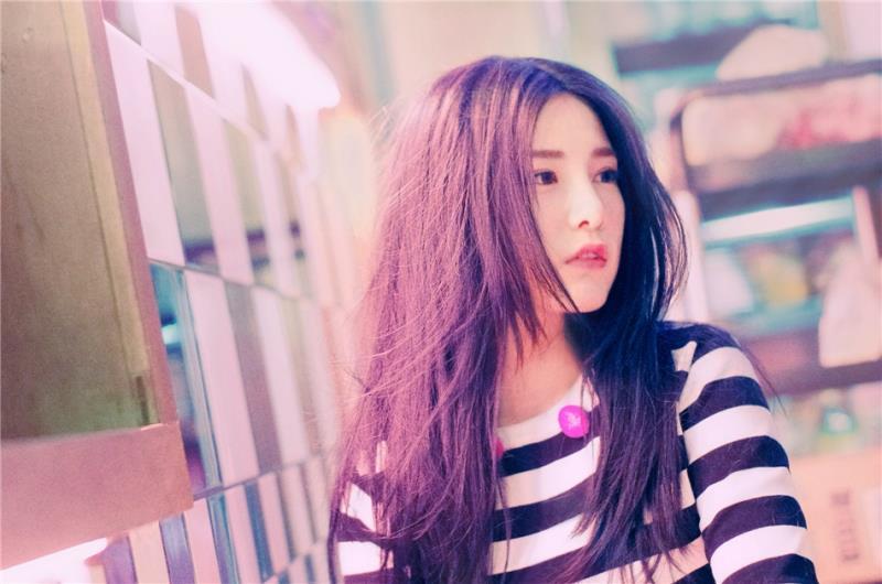 22歲「精靈正妹女歌手」離奇死亡,粉絲錯愕:「聖誕夜不是才剛直播?!」
