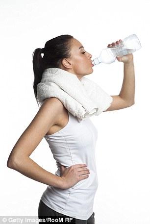 醫生建議多喝水 她2小時猛喝1000cc「直接送醫」