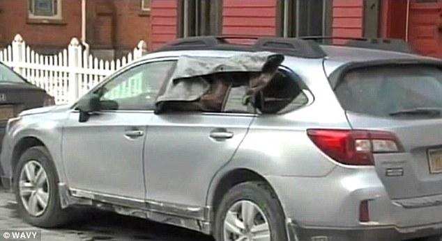 紐約警察打破車窗拯救被「冰凍的婦人」,車主回來後直接開罵!