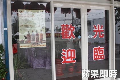 餐廳「玻璃擦太乾淨」害人牙齒被撞壞,法官:「業者的錯!」判拘役30天!