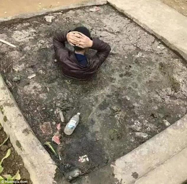 中國偷狗賊潛入農村犯案,村民發現後怒炸「整個人丟進化糞池」!