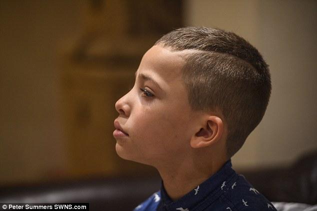 他們幫兒子剪的髮型太潮,結果老爸就因此失業了...