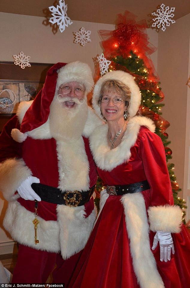 5歲重病男童抱著聖誕老公公最後問「你可以幫我嗎」,接著就在他懷裡死去。心痛到他必須退休...
