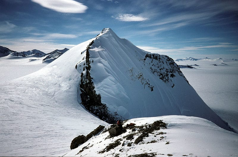 38627UNILAD imageoptim Antarctica 800px Mount Jackson Theory Claims Theres A Lost Frozen City Under Antarctica