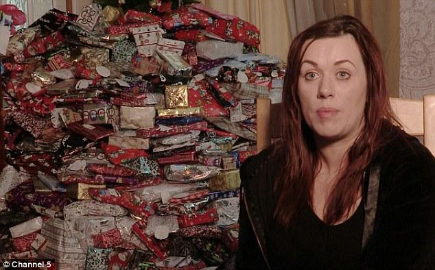 聖誕樹被淹沒!超狂媽媽花5萬買「300個聖誕禮物」給小孩,她說:「沒有寵壞。」