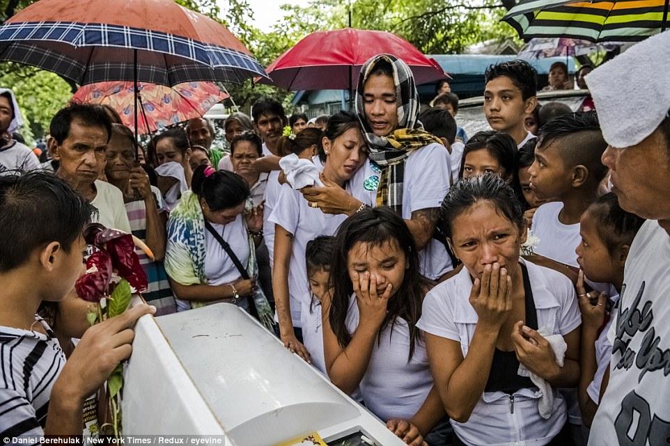 21張菲律賓總統暴力掃毒「街上到處都是屍體」恐怖照片,5個月屠殺超過5900人讓全國民眾崩潰。