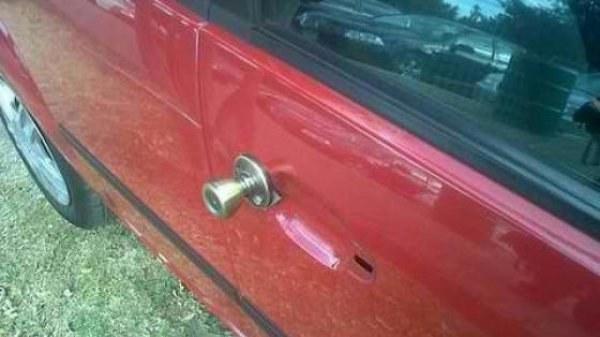 This car door: