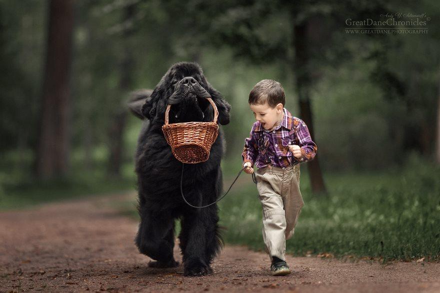36張超萌小孩與大狗合照,會讓人看到「狗狗比人更好」!