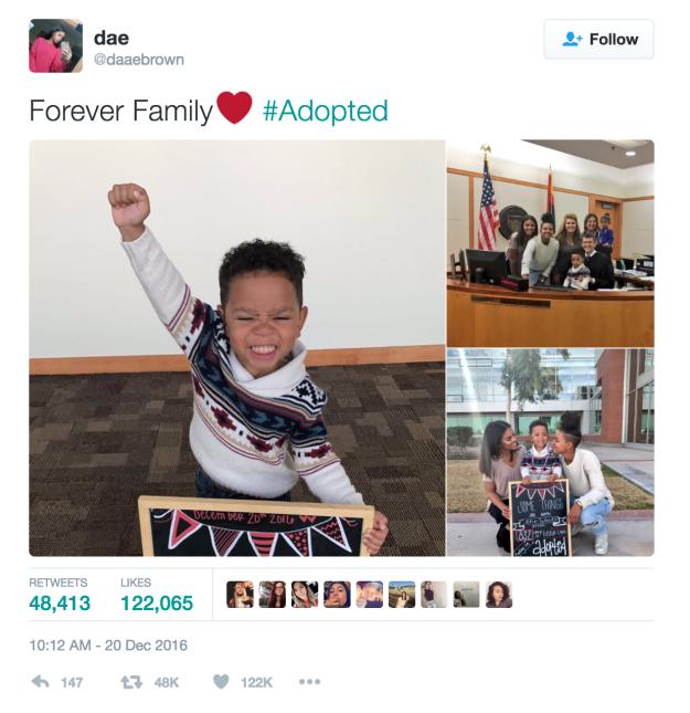男孩在「寄養家庭度過832天」後終於被領養。他的慶祝儀式讓破萬網友哭到衛生紙不夠抽了!