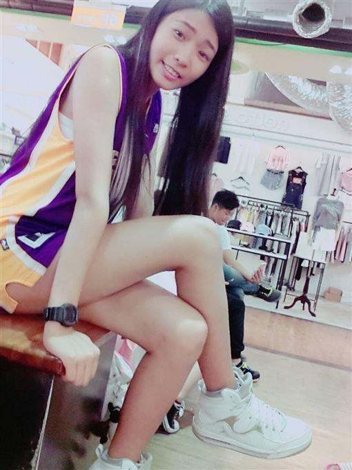 甜美逆天美腿正妹做善事「淚崩剪45公分長髮」,網友戀愛:「人美心更美!」
