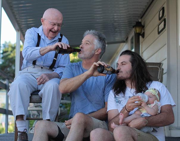 37張溫馨到「讓你想立刻衝回家抱爺爺奶奶」的多代同堂幸福家庭照。