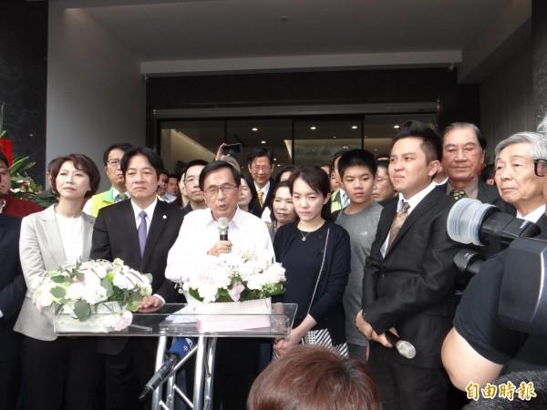 陳水扁出席女兒診所開幕典禮,睽違8年致詞:「我要感謝馬英九...」
