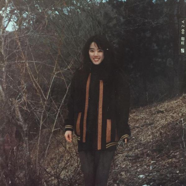 跨越時空「韓國高顏值母女」根本就是神基因姐妹花!「媽媽凍齡年輕美照」讓網友大喊「羨慕岳父!」