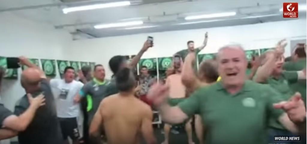 巴西足球隊在空難前「所有人一起慶祝勝利」,異常的很詭異...