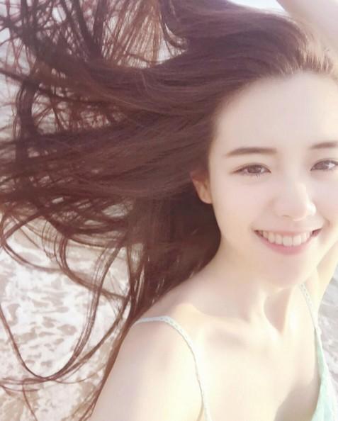 爆紅文大「超級正妹」抬頭微笑根本天使下凡 親媽曝光網驚:以為是同學!
