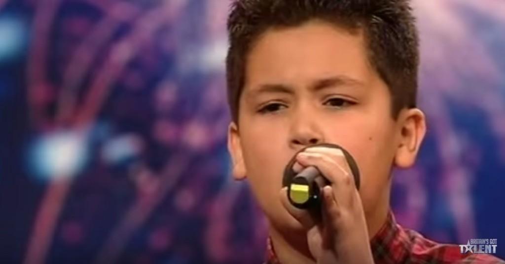 12歲男孩唱兩句被毒舌評審喊停說「你整個錯了,換一首!」,第二首狂到讓全場尖叫!
