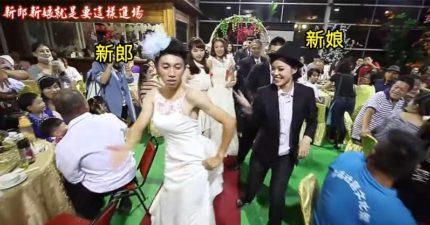 「新郎」、「新娘」一進場賓客全部瞬間傻眼,但音樂一下大家就嗨到停不下來了!